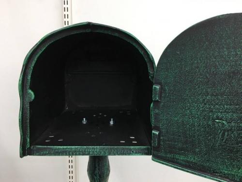 アンティークのメイルボックス