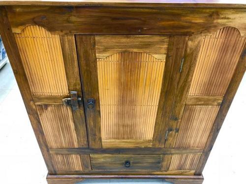 2枚扉の横浜 中古家具