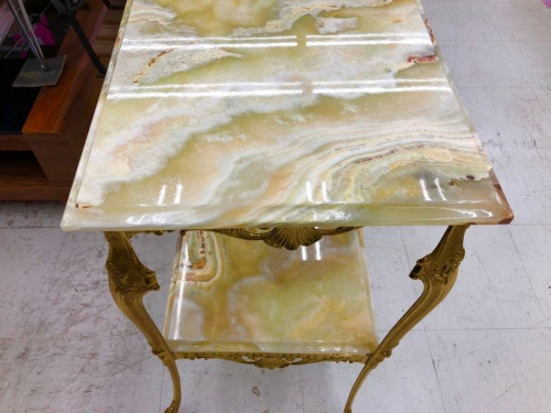 サイドテーブルの大理石