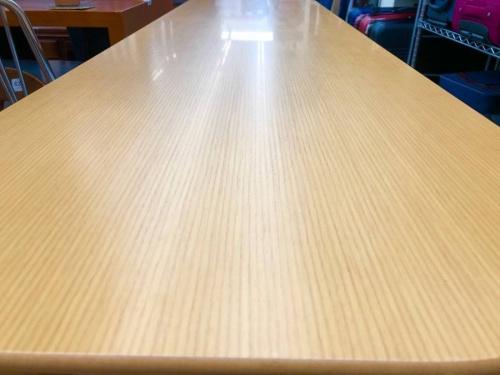 ハイテーブルのコクヨ