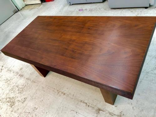 生活家具のローテーブル