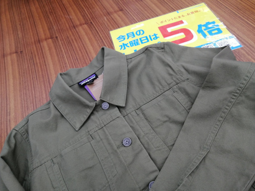 レディースファッションのマウンテンジャケット