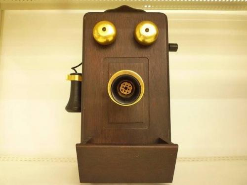 関西の松原店 磁石式電話機