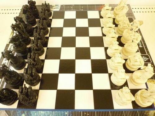 松原店 フィギュアのガンダム チェス