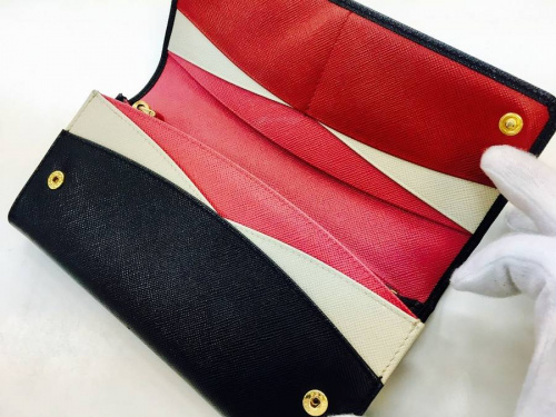 財布のプラダ(PRADA)