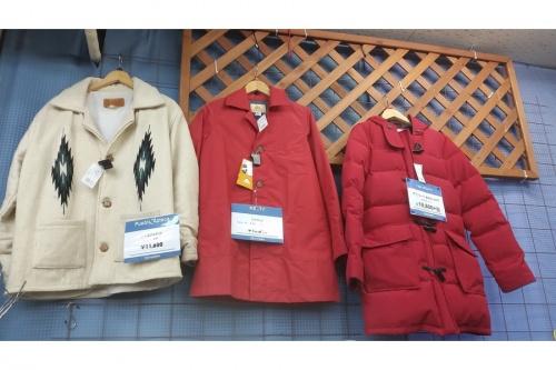 ダウンジャケットの冬物衣類